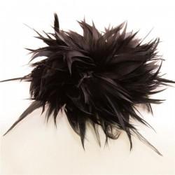 Musta höyhenfascinator