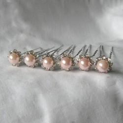 Vaaleanpunaiset helmipinnit...