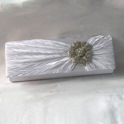 Valkoinen käsilaukku...
