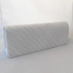 Rypytetty valkoinen käsilaukku