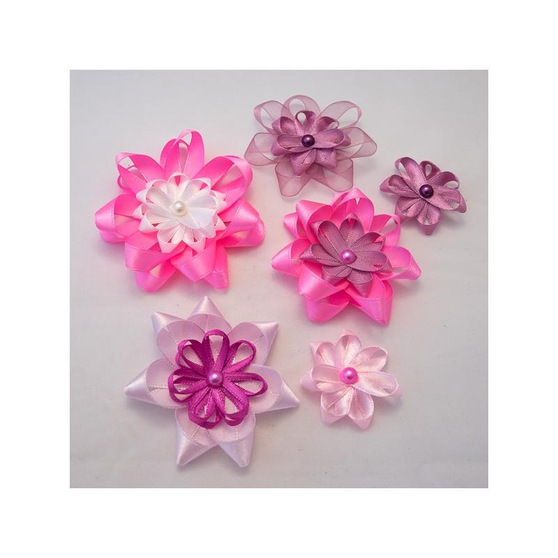 Hauska pikkulaukku retrolla kukkaprintillä